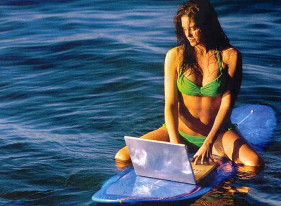 Video) Surf y Chicas, El surf tiene cosas...muy muy Buenas.