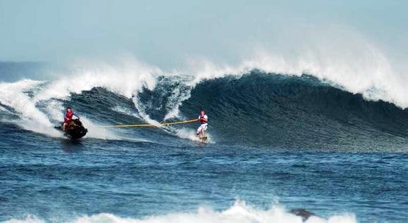 Tow-in surfing, a donde no quieren llegar tus brazos